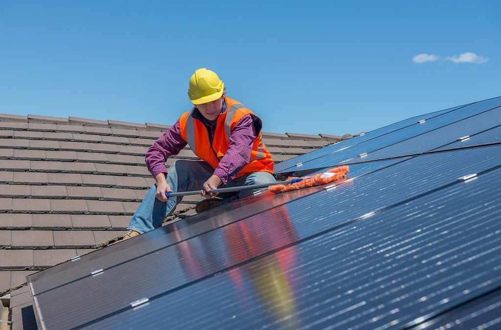Easy DIY Tips on How to Clean Solar Panels